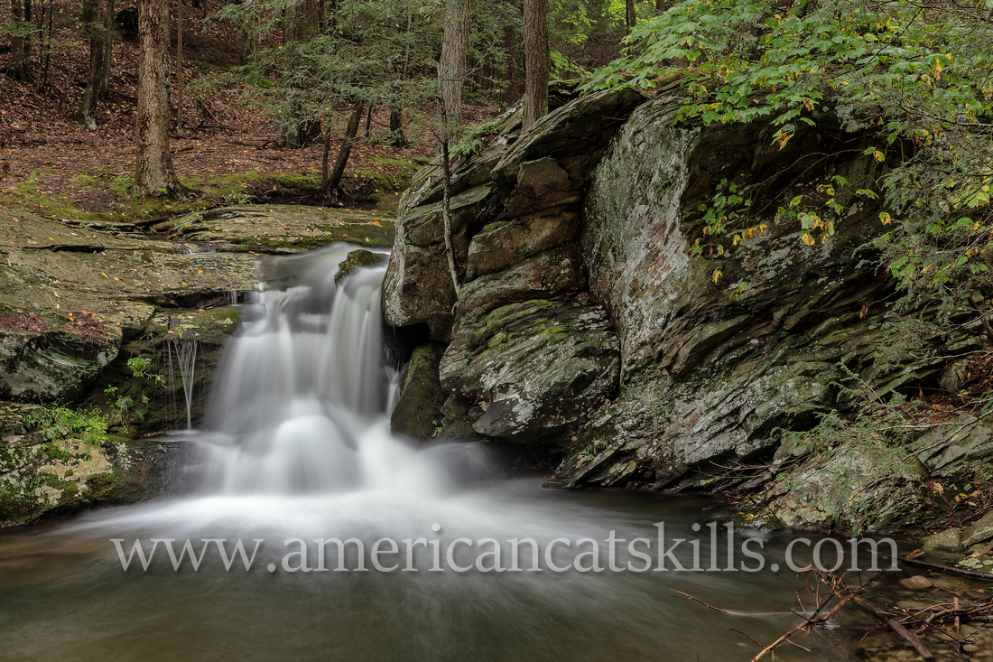 Fantinekill Falls is a small, yet beautiful waterfall located at the Fantinekill Cemetery in Ellenville, Ulster County.